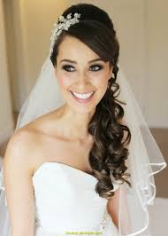 Am Beliebtesten Brautfrisur Lange Haare Halboffen Mit Schleier