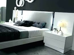 White Lacquer Bedroom Furniture Dressers Luxurious Bed Contemporary ...