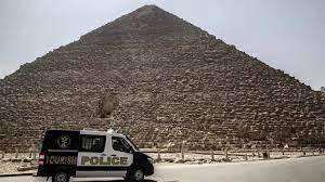 """مصر: اعتقال مصوّر التقط صورا اعتبرت """"غير لائقة"""" للراقصة سلمى الشيمي في  الأهرامات"""