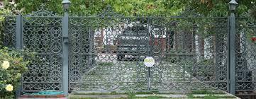 Custom wood garage doors, entrance gates manufacturer - Southern ...