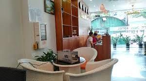 Khách sạn Obis khử mùi đồ ăn dưới sảnh với máy C5