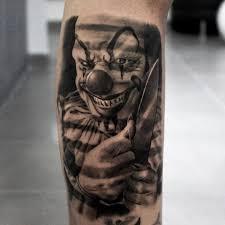 татуировка злого клоуна на голени парня фото рисунки эскизы