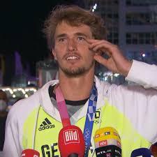 alɛˈksandɐ ˈzaʃa ˈtsfɛʁɛf, born 20 april 1997) is a german professional tennis player. Alexander Zverev Tennisstar Landet In Munchen Und Vergisst Sein Gepack Video Stern De