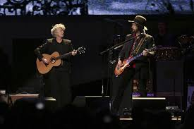 concert review revamped fleetwood mac finds their groove in boston entertainment life ipswich chronicle ipswich ma