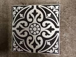 black patterned ceramic floor tiles 4m2
