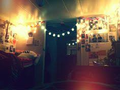 cool dorm lighting. love the lights and posters everywhere cool dorm lighting