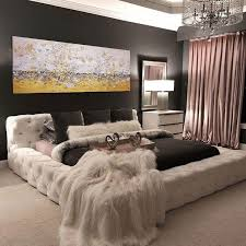 creative ideas for master bedroom wall