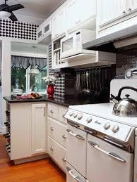 Retro Küchen Schachbrettmuster Wand Weiße Arbeitsplatte