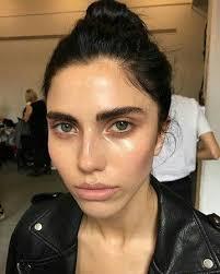 glow glow glow es una tendencia muy fuerte en el maquillaje por el revuelo