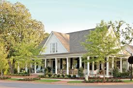 exterior paint sherwin williams colors. farmhouse exterior paint color ideas. fixer upper sherwin williams. williams colors c