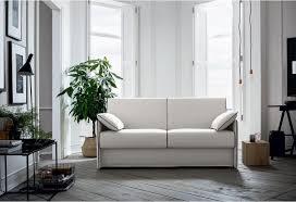 Piccolo divano da giardino realizzato con bancali e rivestito con cuscini. Divano Letto Con Braccioli Stretti Piccolo Sofa Club Divani Montebelluna Treviso