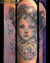 татуировка девочка космос