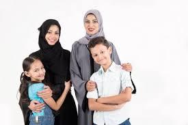 Mère de famille arabe avec ses enfants image libre de droit par rahhal ©  #136270420