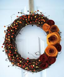 Felt Rossettes Wreath | This is an amazing Fall wreath you should try to  make.