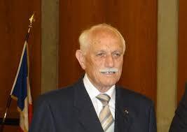 Dr. Heinz Bahnmüller. In seiner Haushaltsrede zeigte Werner Berger (SPD) Unverständnis angesichts der Erhöhung der Kreisumlage (KU) und dass die nicht der ... - 2233-Bahnm%25C3%25BCller