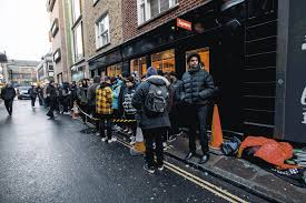 the line outside supreme s london on the first drop day of ss16