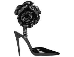 Черные лаковые <b>туфли Saint Laurent</b> с розой на щиколотке ...
