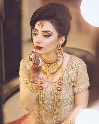 latest enement makeup ideas for golden dress