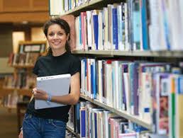 Подготовка материалов для реферата и курсовой в библиотеках СПБ  студентка в библиотеке
