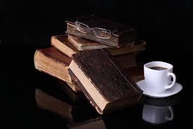 Risultati immagini per immagini tazza caffe e libri