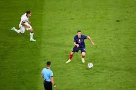 Fiola veredelte einen schnellen gegenstoß nach zuspiel von sallai aus dem nichts zur. 7hsy W0uwkygom