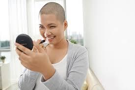 薄毛に悩む女性は坊主にすべきメリットとデメリットを検証
