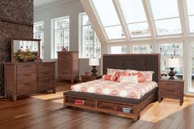 New Classic Cagney Chestnut 4 Piece Queen Bedroom Set