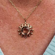pretty quartz pendant in 9ct gold