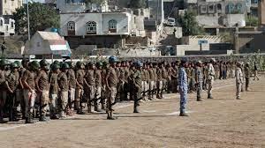 اليمن: عشرات القتلى في هجوم على معسكر للقوات الحكومية في مأرب