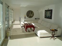 Idee Dipingere Mansarda : Pavimenti rinnovarli con la pittura colorata o resine per
