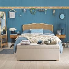 beach themed bedrooms for an instant hit of coastal style