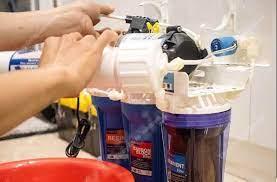 Tự khắc phục máy lọc nước bị rò nước tại nhà, bạn đã thử?