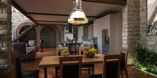 In welchen stilrichtungen gibt es wohnzimmerlampen? Moderne Und Antike Mobel Kombinieren Kreutz Landhaus Magazin
