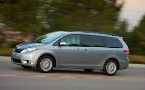 Review: The 2013 Toyota Sienna is a Minivan that thinks its a car ...