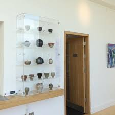 wall mounted display case clear display
