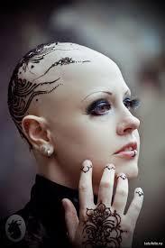 татуировка хной на женской голове Tatufotocom