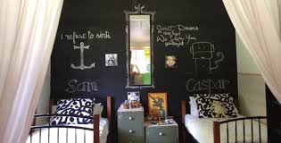example of bedroom with chalkboard paint - lernin blog