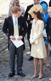 Kate invece, che studia da regina, è costretta a farlo. Sweet Moments At Zara Phillips And Mike Tindall S Wedding Zara Phillips Duchess Of Cambridge Kate Middleton