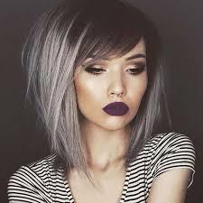 colpi di luce grigi su capelli scuri
