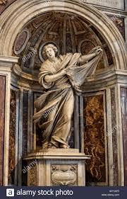 Statua di Santa Veronica di Francesco Mochi in una nicchia del piedritto di  supporto della cupola della Basilica di San Pietro in Roma, Italia Foto  stock - Alamy