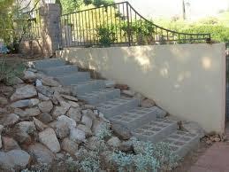 Bruchstein bezeichnet in technischem kontext lockeres gesteinsmaterial, das durch abbruch größerer felsen oder im steinbruch primär entstanden ist. Gartentreppe Selber Bauen Und Sich Den Weg Durch Den Garten Erleichtern Gartentreppe Landschaft Treppe Betonschalsteine