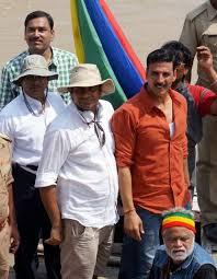Varanasi: Actor Akshay Kumar during the shooting of his upcoming film Jolly  LLB 2 in Varanasi on Sept 13, 2016. Also seen Sanjay Misra. | Yash News