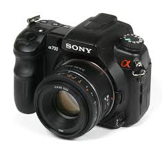 sony 85. the build quality of sony lens is comparable to its in-house cousins such as 50mm f/1.8 sam dt. body made average plastics 85 6