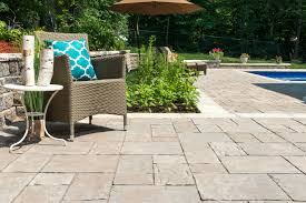 5 helpful tips for using concrete pavers for your long island patio design