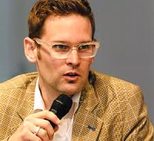 Curt <b>Simon Harlinghausen</b> ist ein digital Nativ, der bereits 1996 mit seinem <b>...</b> - simon.harlinghausen