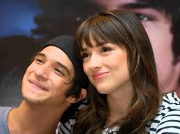 crystal reed and tyler posey of