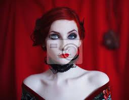 Fototapeta žena S červeným Kudrnatými Vlasy V černých šatech A Retro Make Up