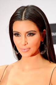 party makeup idea exaggerate your lashes like kim kardashian