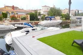 villa de luxe en vente à empuriabrava avec piscine et amarre