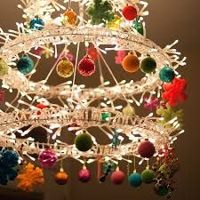 25 Cool Ideas To Make Christmas Chandeliers - Shelterness
